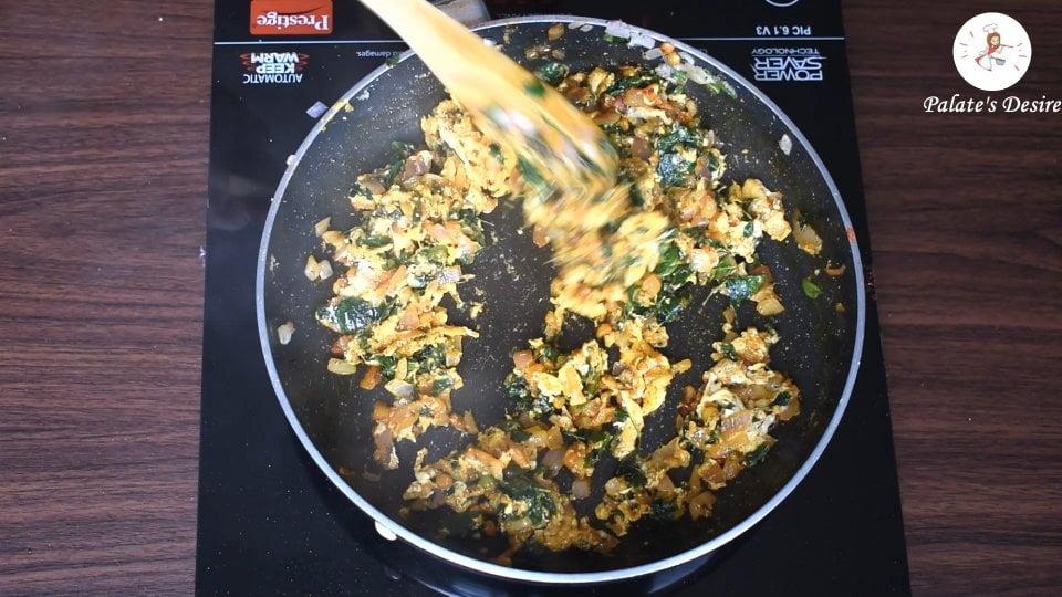 scramble eggs with moringa